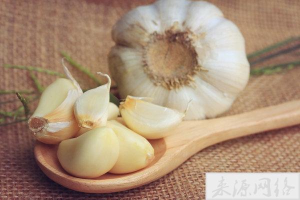 大蒜可降压防衰改善性功能,但4种情况要慎吃