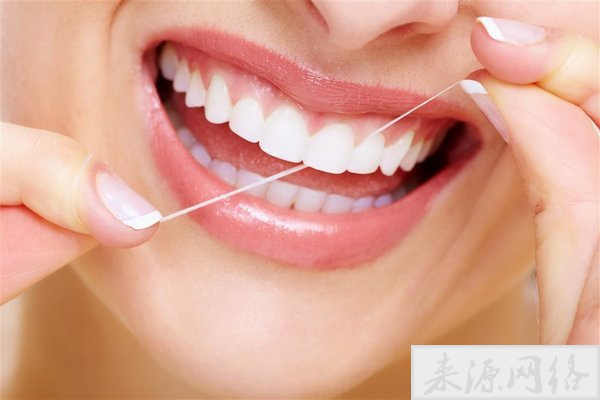 牙线VS牙签哪个好?坚持用牙线牙齿会发生惊人变化!