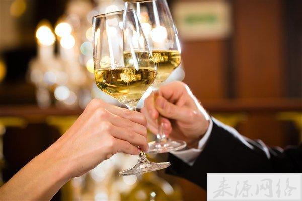 过量饮酒会导致类似痴呆的疾病