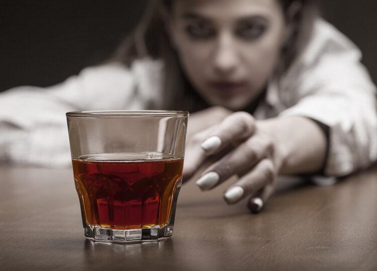 """不会喝酒的人能练成""""千杯不醉""""吗?医生提醒:酒精的伤害不可逆"""