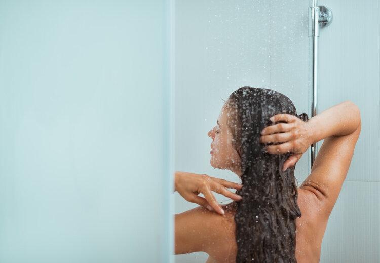 为什么女生洗澡总是那么久?冬天洗澡太久会……