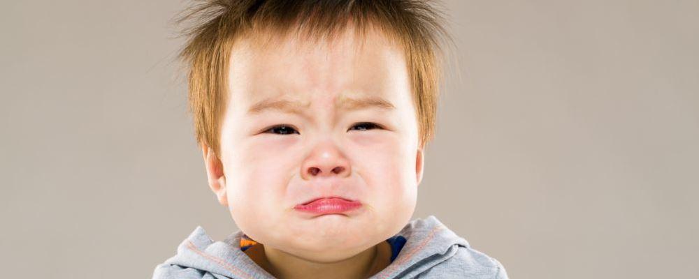 孩子缺乏安全感 会有什么表现呢
