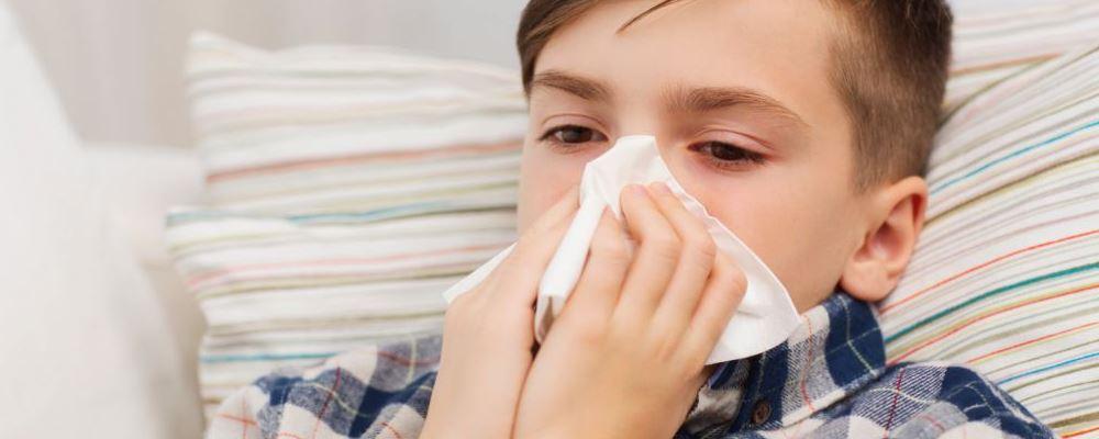 7岁男孩戴风扇睡觉脸被吹面瘫 夏季如何健康降温