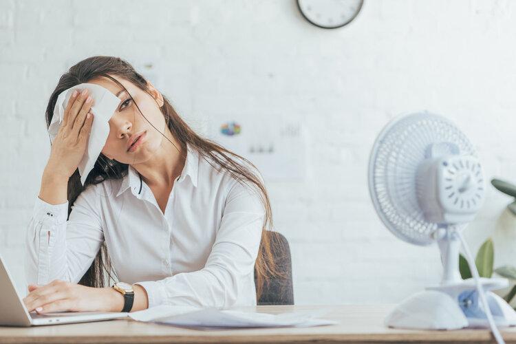 经常爱出汗,背后可能隐藏4种疾病